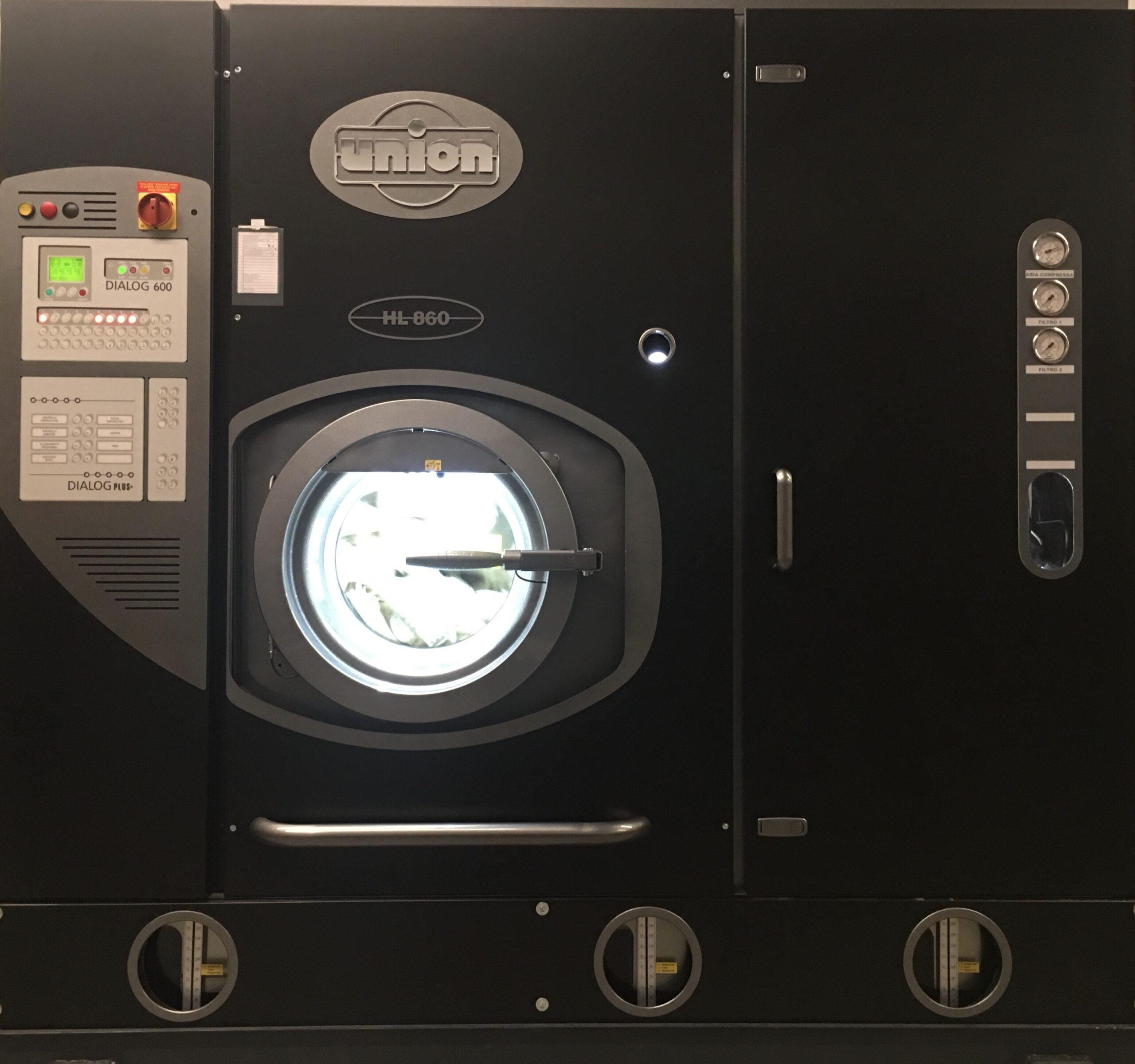Macchina a secco UNION.Utilizziamo,per quanto riguarda i lavaggi a secco,macchinari UNION di ultima generazione e leader mondiale del settore.